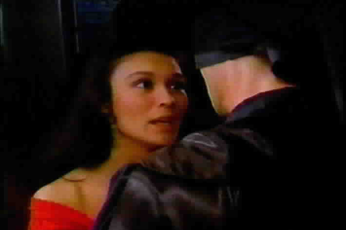 Victoria apologizes to Zorro for her behavior.
