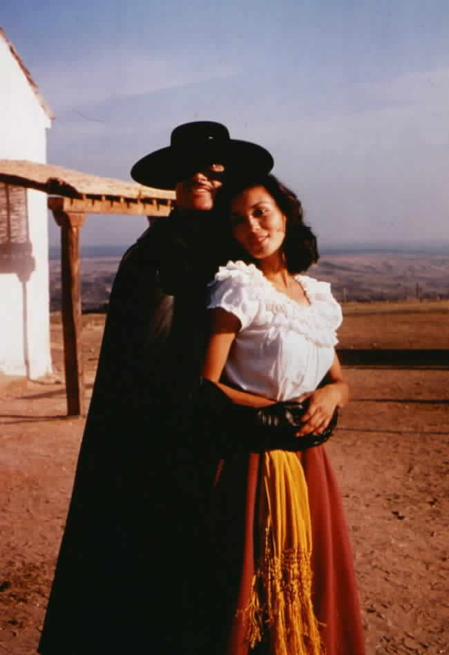 Victoria in Zorro's arms